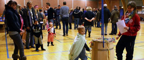 200 børn og voksne slog katten af tønden i Voerså