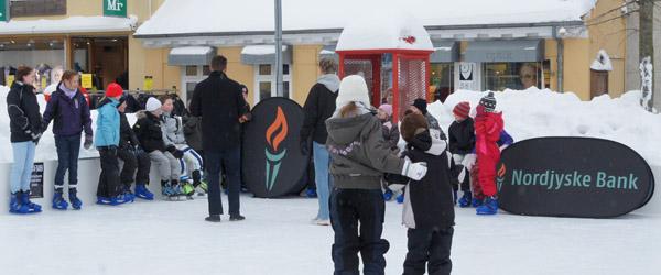 Trodsede vinterkulden for at spille skøjtebowling