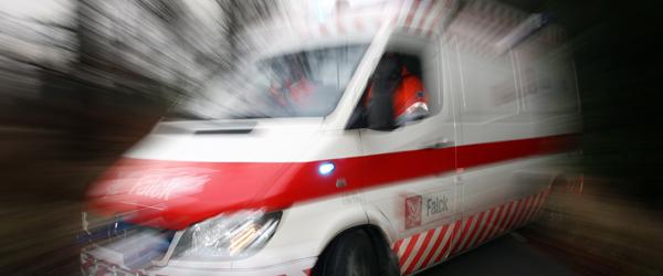 Større færdselsuheld i Østervrå med mindst 2 fastklemte