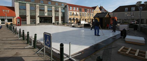 Kunstskøjtebanen på torvet i Sæby er snart væk