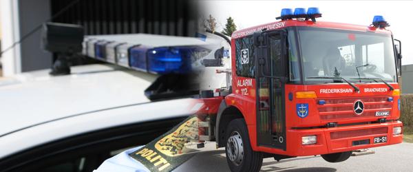 Politi og brandbiler på torvet i Sæby