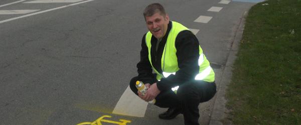Kommunen maler gule cyklister på farlige veje