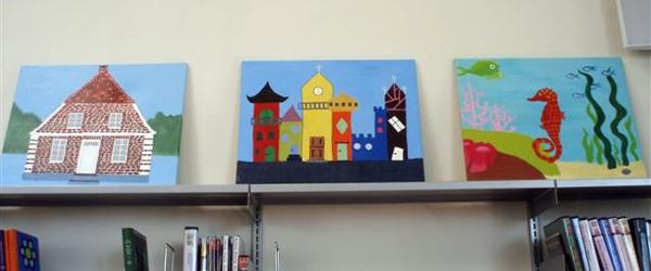 Billedkunstskolen for børn udstiller på biblioteket