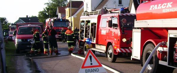 Brand i carport bredte sig til naboejendom