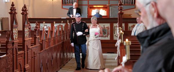 Et anderledes surprice-bryllup i Volstrup kirke