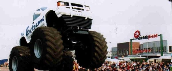 Monster Truck træf med Helle Driver stunt show