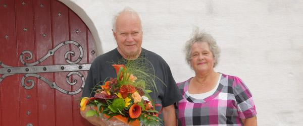 Pastor Pind modtog ugens buket fra Bellis Blomster