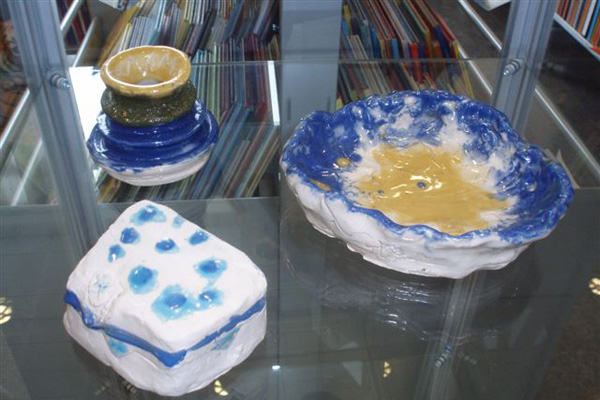 Keramikudstilling i bibliotekets børneafdeling