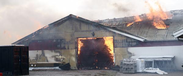 Brand i 4-længet gård på Karupvej 31 i Eskelund