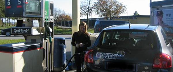 De lave benzinpriser ser ud til at fortsætte i 2016
