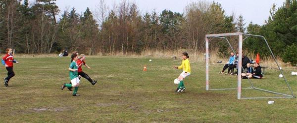 Fodboldungdom på træningslejr i Hvide Klit