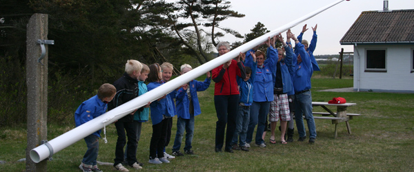 Ny flot flagstang til brugerne af Solsbækhytten