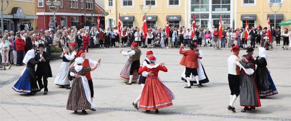 Musik og opvisning på Torvet i Sæby