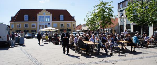 Tom McEwan åbnede Jazzfestivalen på Sæby Torv