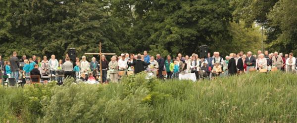 Vejrguderne holdt hånden over friluftsgudstjenesten