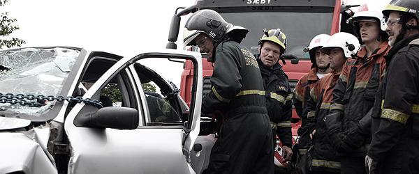 Frigørelse fra smadret bil hos Falck i Sæby
