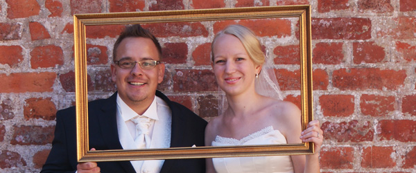 Viet i Frederikshavn Kirke – se brudeparret her
