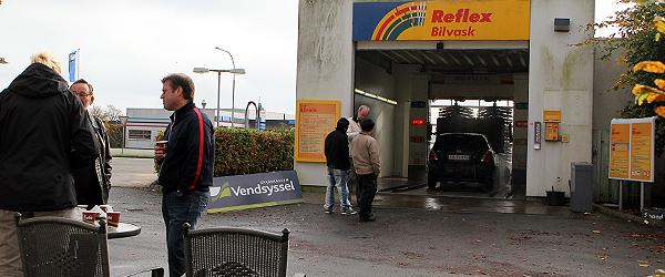 Bilvask og banksnak hos Shell lørdag formiddag