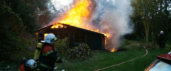 Sommerhus i Lyngså står i flammer