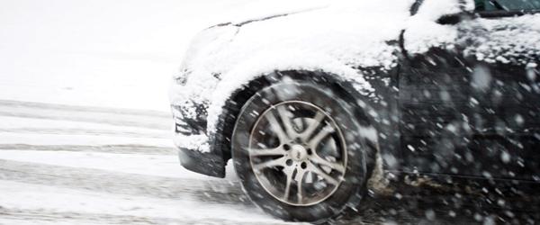 Bilister udfordrer vintervejret i Danmark