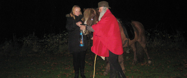 Ridder Morten kom til hest til Lygtefesten!
