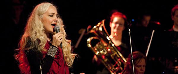 Big Band spillede julekoncert med Cæcilie Norby