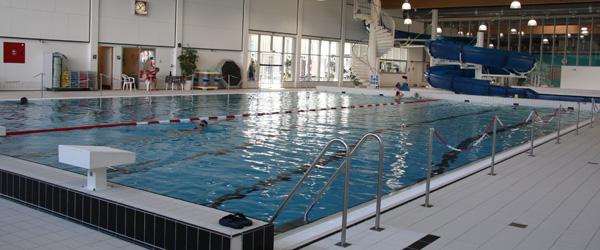 Masser af nøgne mennesker i Sæby Svømmebad