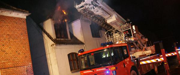 Brandfolk fra Sæby på natarbejde i Dybvad
