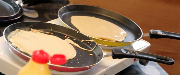 200 pandekager blev der bagt i julemandens hus