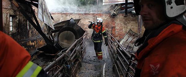 Voldsom brand hærger gård i Østervrå