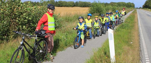 9 drenge på første cykeltur med SFO