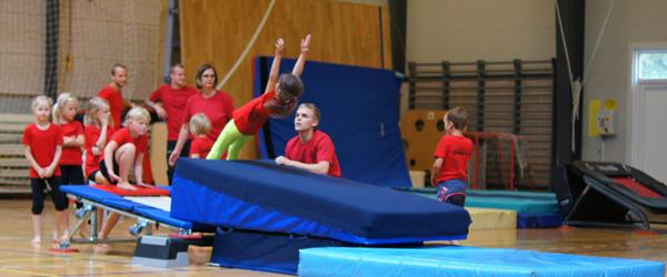 62 springglade børn deltog i gymnastikskole