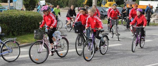 Fodboldpiger fra Voerså IF deltog i cykelløb