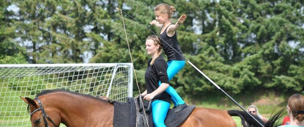 Hestedag i Skæve Rideklub på lørdag