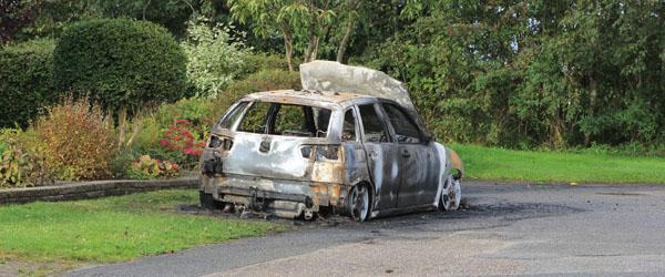 Beruset mand fra Voerså brændte bil af