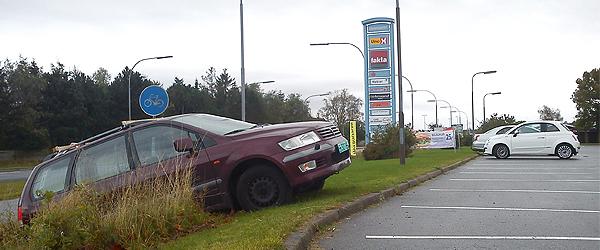 Udenlandsk bil på afveje ved Rådhus Centeret