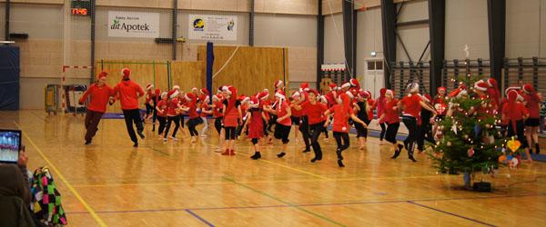 Pyrus satte gang i julefesten hos Springteam Sæby