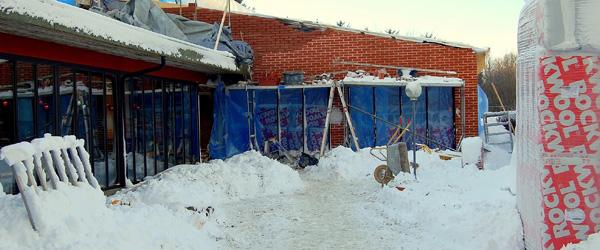 Byggeriet på Hørby Efterskole fortsætter trods snestormen
