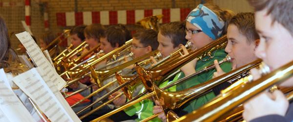Jubilæum fejret med kagemand og musik i lange baner