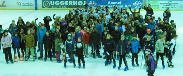 Knap 200 børn på skøjter med Nordjyske Bank
