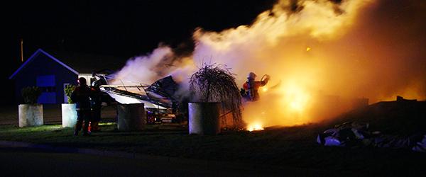 Motorbåd udbrændte i Sæby i nat