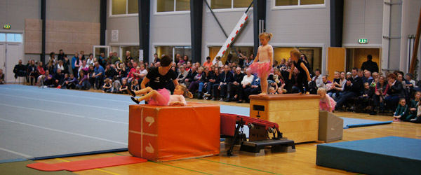 400 fremmødte til forårs-opvisning i Springteam Sæby