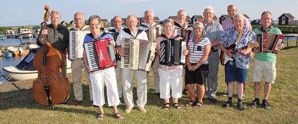 Folkelig musikaften på havnen i Voerså