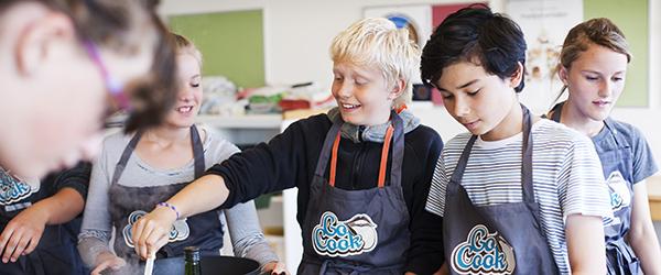 15.000 børn i Nordjylland laver fastfood i skolekøkkenet