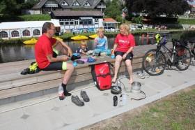 Svensk aegtepar fra Stenungsund paa cykelferie i DK
