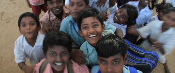 """Sang og musik giver skolebørn i Indien """"Vinger af håb"""""""