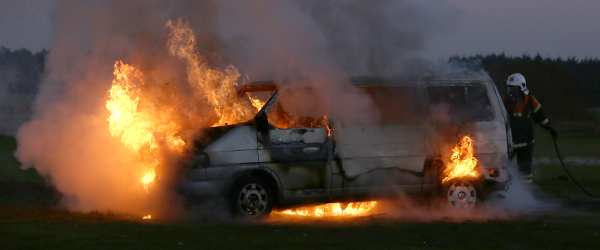 VW Minibus udbrænd ved Sæby Modelflyveklub