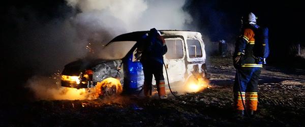 Renault personbil total udbrændt i Lyngså