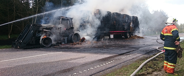 Traktor udbændte på hovedvejen ved Flauenskjold