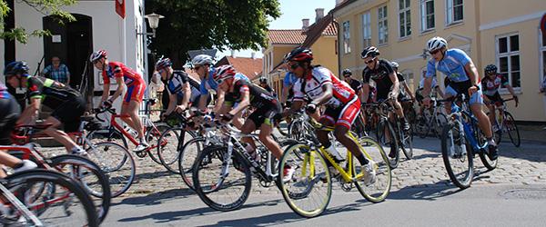 """""""TV 2 på Tour"""" cykler udenom Sæby i 2016"""